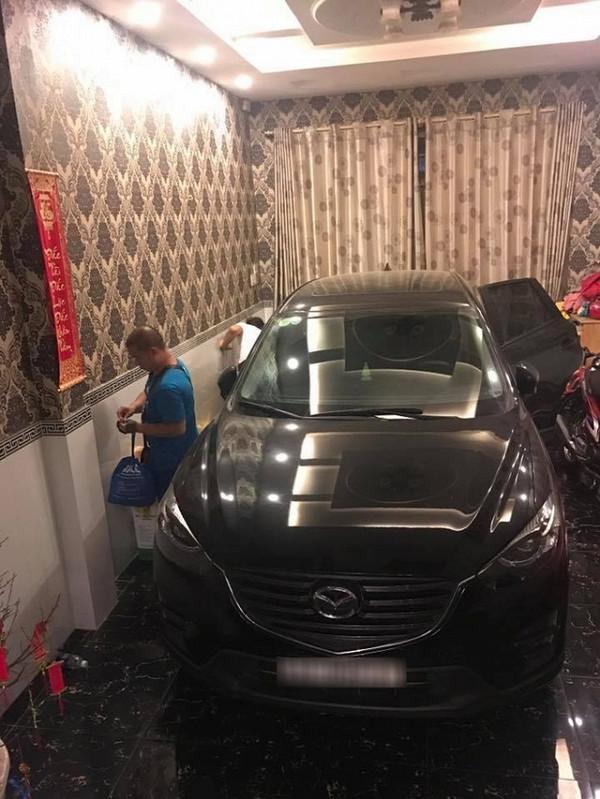 Ăn chơi khét tiếng như Lâm Chấn Khang: Ô tô mua 5,7 chiếc, cho vợ cả xấp tiền shopping