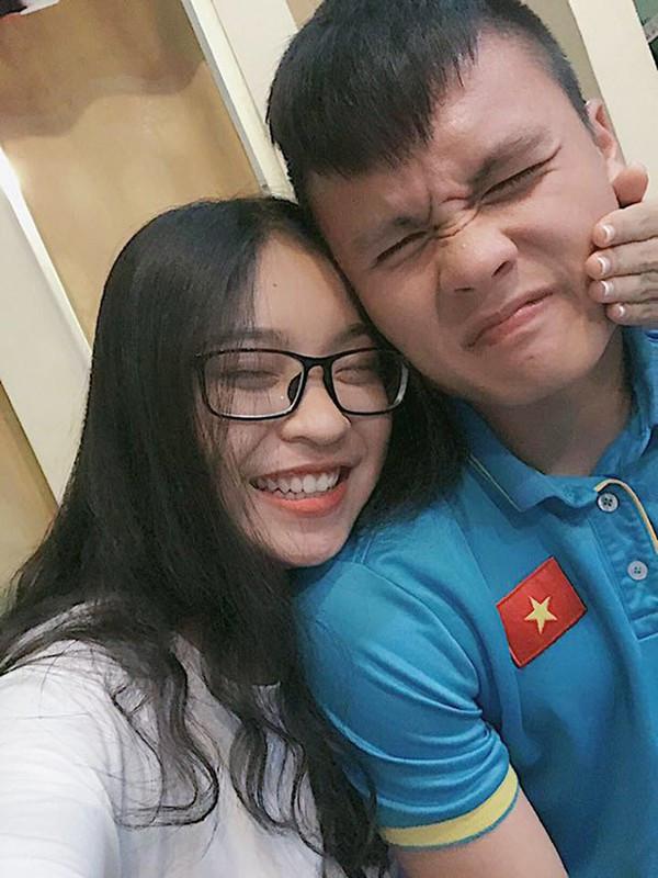 Bị chê hát như đấm vào tai đã nhiều, nếu chuyển hướng dancer liệu bạn gái Quang Hải có làm nên chuyện?