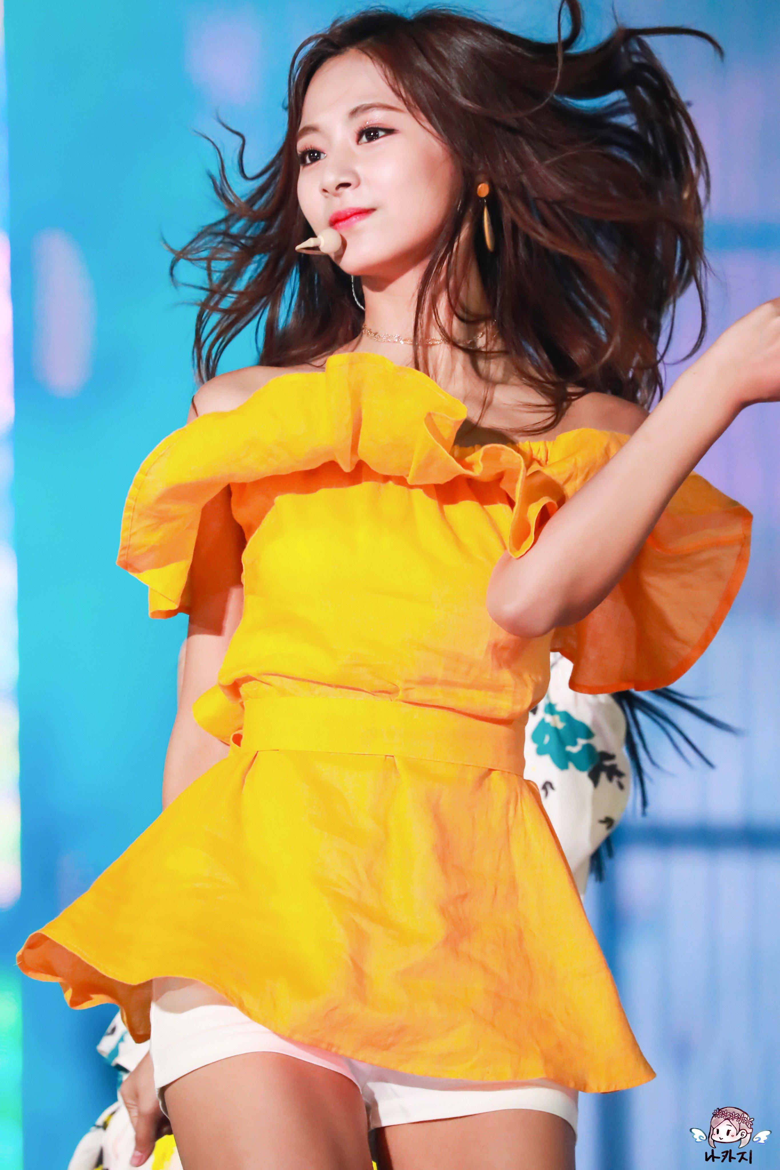 Diện đồ vàng, sao hàn khoe da trắng bật tông: Irene hạng nhất, Lisa xếp nhì, Taeyeon...đội sổ