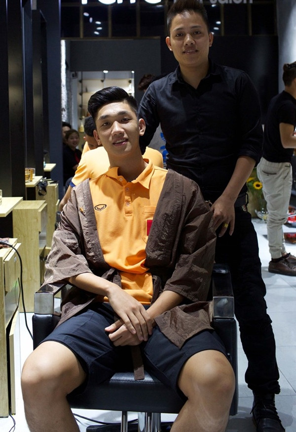 Đi làm tóc: Văn Lâm, Văn Toàn soái hơn tài tử, Công Phượng, Quang Hải cười rớt hàm