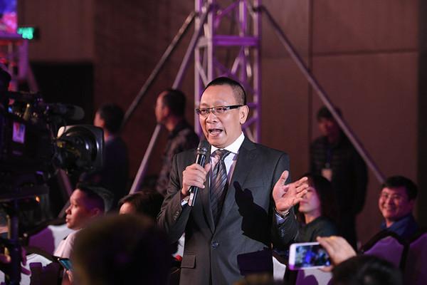 Bất ngờ được chế ảnh thành Sơn Tùng M-TP trong MV Lạc trôi, MC Lại Văn Sâm toát mồ hôi hột trên sóng truyền hình