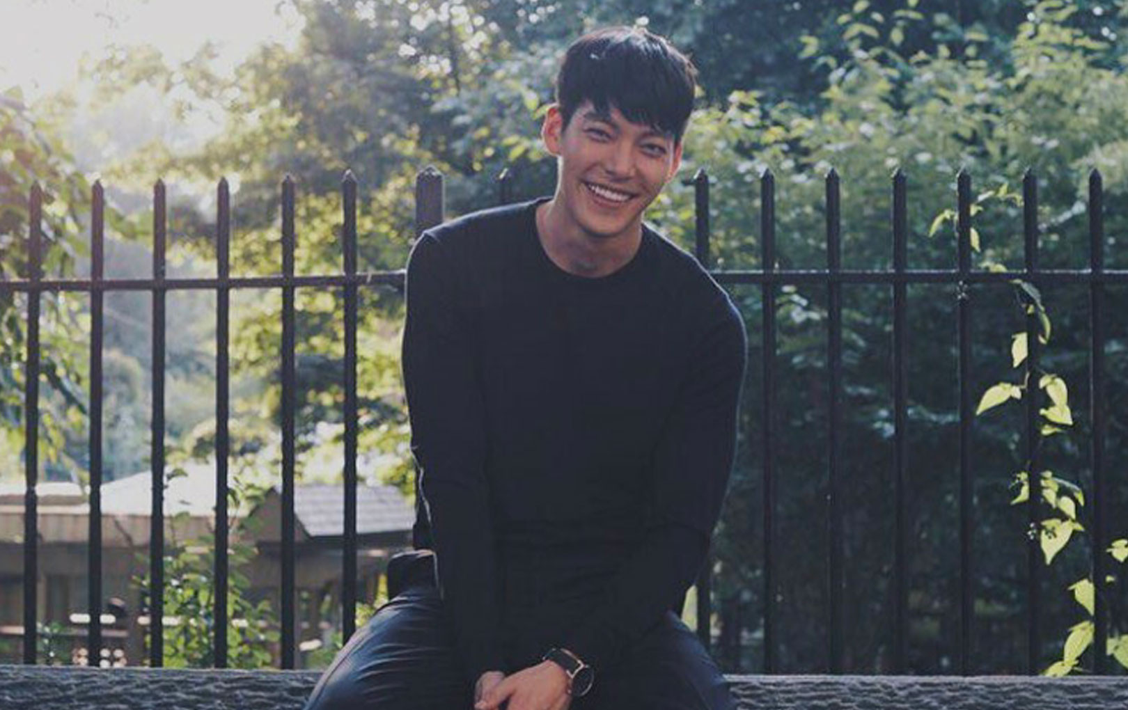 Tan chảy với loạt ảnh Kim Woo Bin tươi cười rạng rỡ giữa lúc điều trị ung thư khiến fan ấm lòng