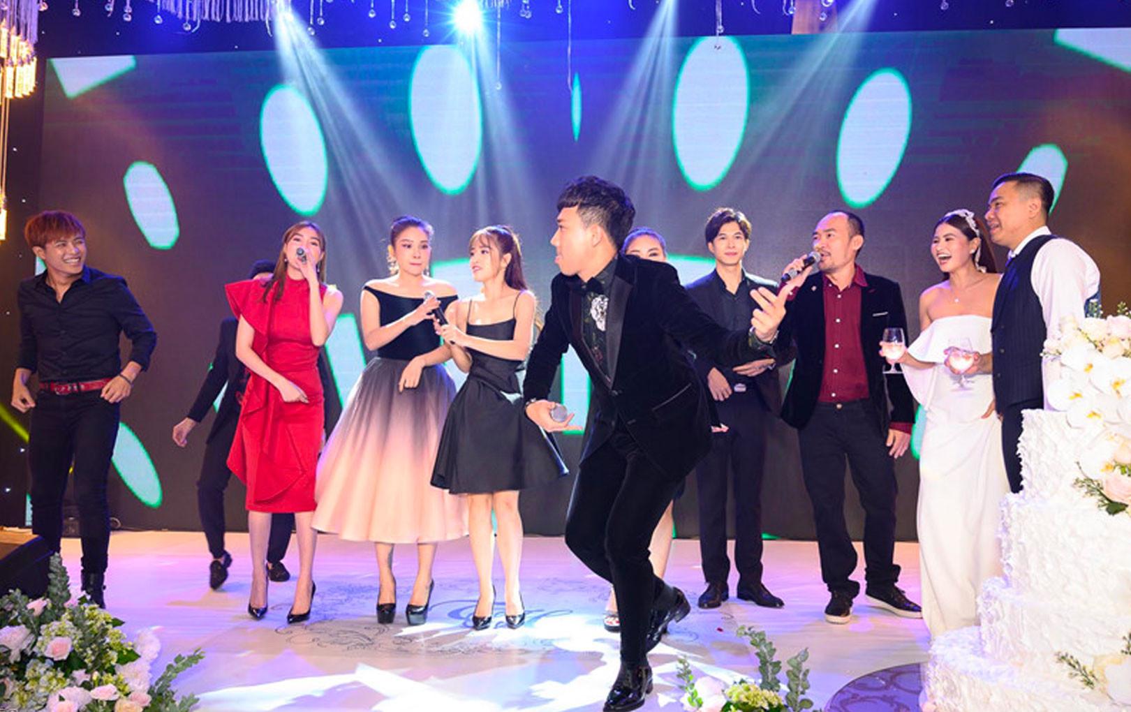 """Dàn sao Việt """"quẩy nhiệt tình"""" trong đám cưới của 'đạo diễn trăm tỷ' Nhất Trung"""