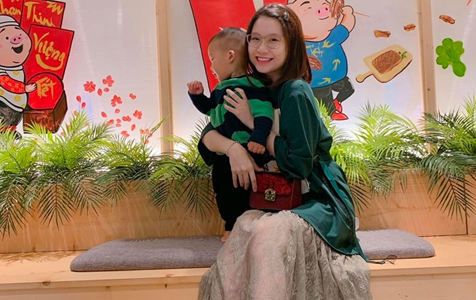 """Sau ồn ào chuyện gia đình, hot mom Thanh Trần """"tái xuất"""" với chiếc bụng bầu 5 tháng"""