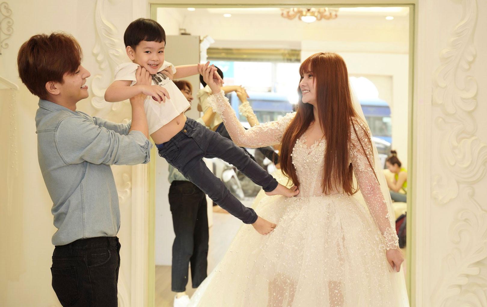 Nghi vấn Thu Thủy chọn váy cưới rộng, khéo léo che chắn vòng 2 giữa tin đồn cưới chạy bầu