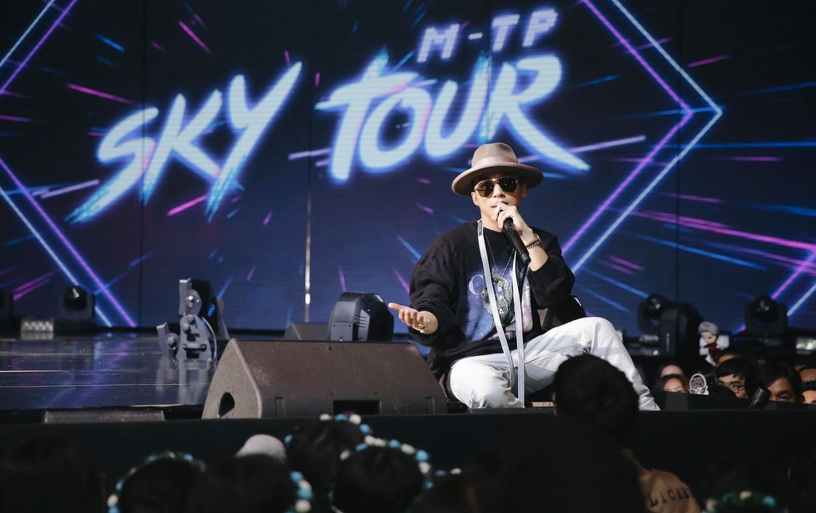 """Choáng ngợp với dàn hàng hiệu """"đắt xắt ra miếng"""" được Sơn Tùng diện qua 3 đêm Sky Tour"""