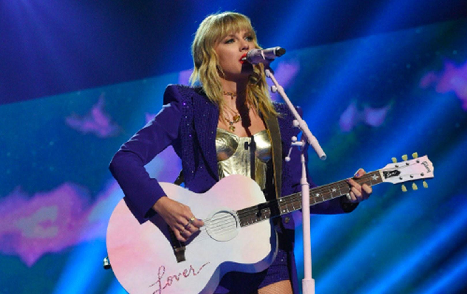 """Taylor Swift mặc trang phục lấy cảm hứng từ Madonna, mang hai sắc thái trái ngược """"khai hỏa"""" MTV VMAs 2019!"""