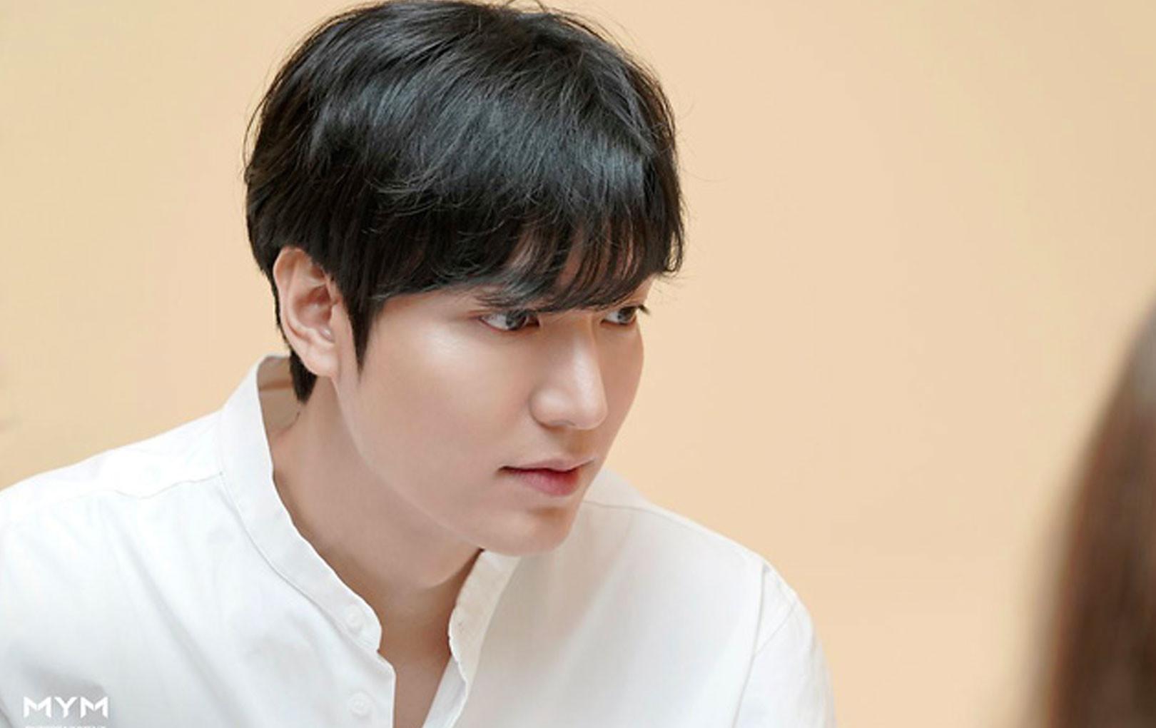 """Chỉ diện sơ mi trắng đơn giản mà Lee Min Ho khiến CĐM mê mệt phải gọi là """"cực phẩm của cực phẩm"""""""