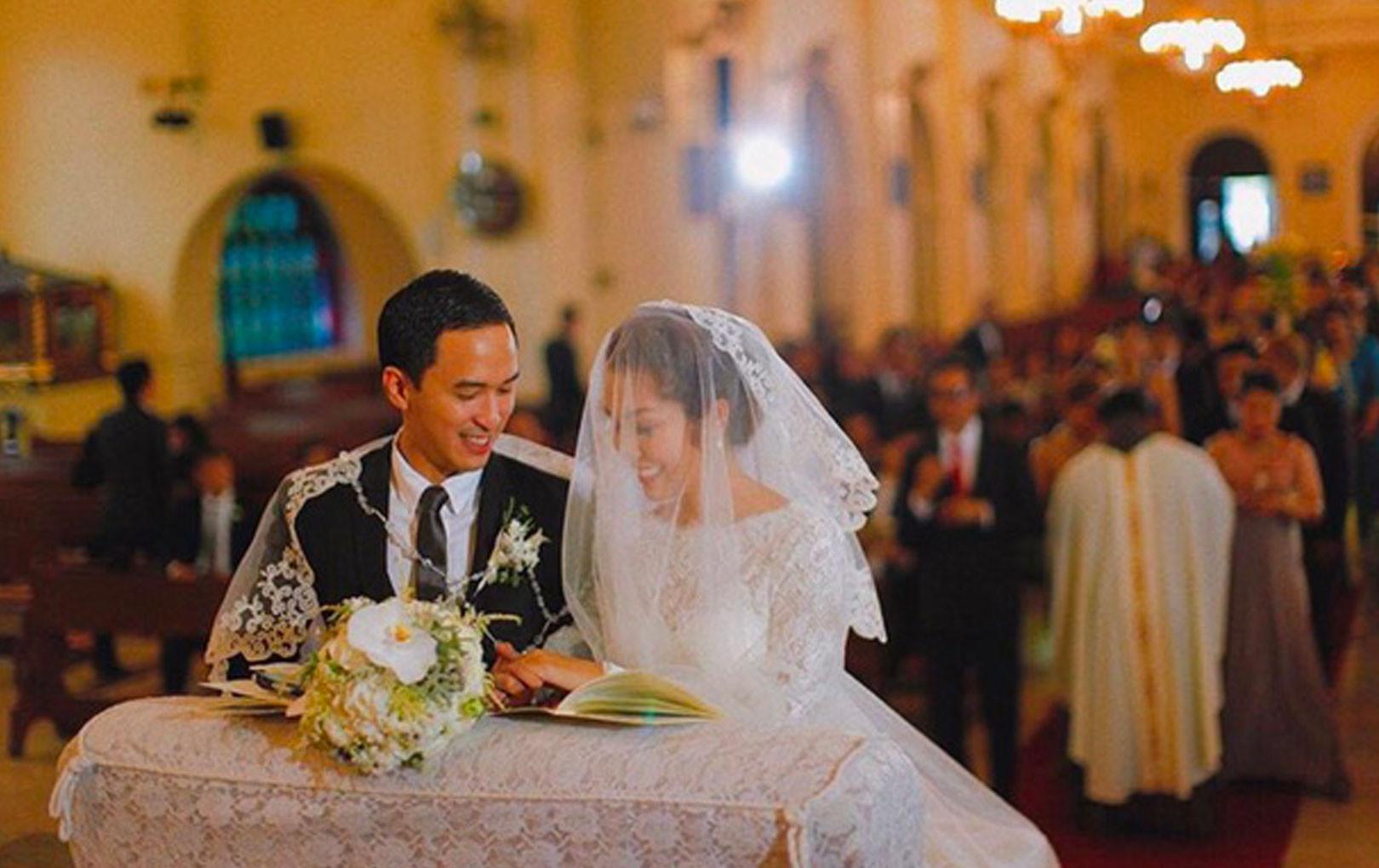 Khoảnh khắc vợ chồng Hà Tăng ôm lấy nhau cực ngọt ngào trong hôn lễ 7 năm trước