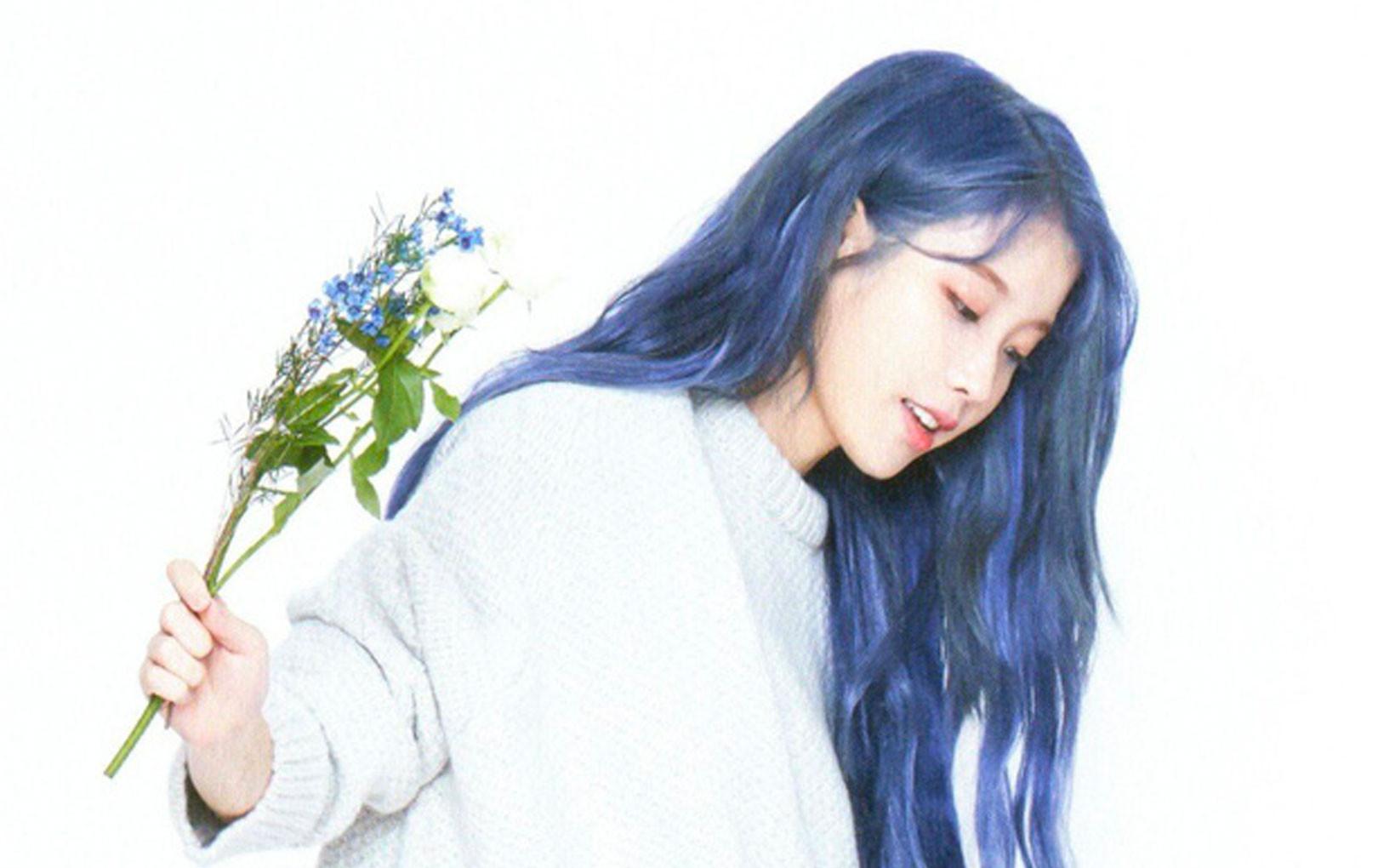 Hết tóc tím, IU lại tiếp tục khiến fan trụy tim với tóc xanh pha khói lạ lẫm trong loạt ảnh mới