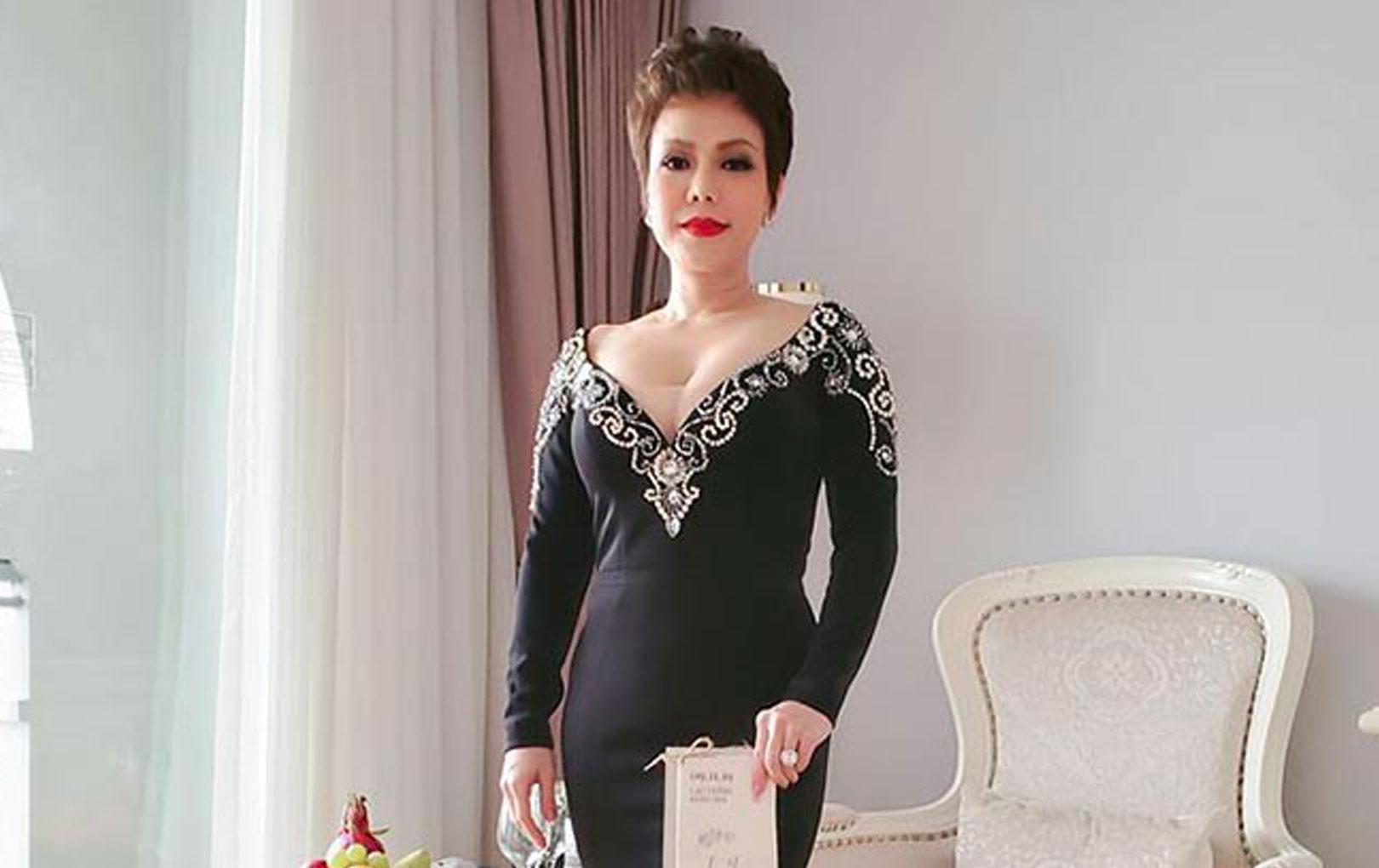 Việt Hương suốt 2 năm không dự tiệc cưới đồng nghiệp nhưng sao lại tới Phú Quốc chúc mừng Đông Nhi?