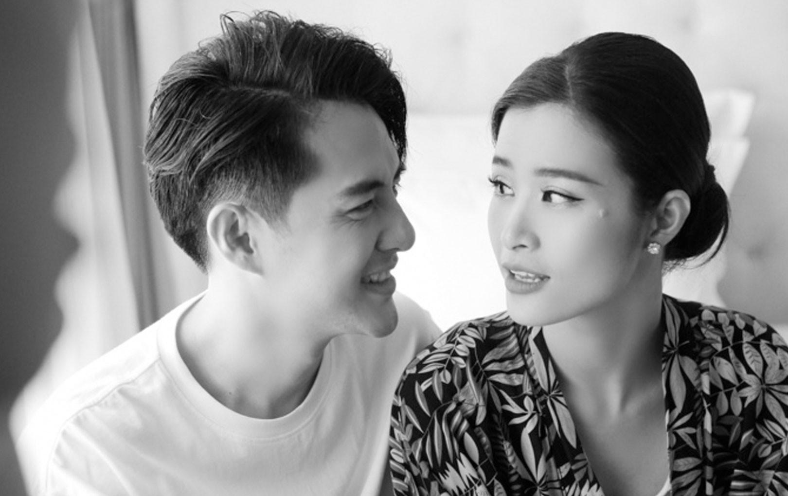 """Đông Nhi - Ông Cao Thắng tung loạt ảnh """"cùng nhìn nhau già nua"""" sau khi chính thức trở thành vợ chồng"""