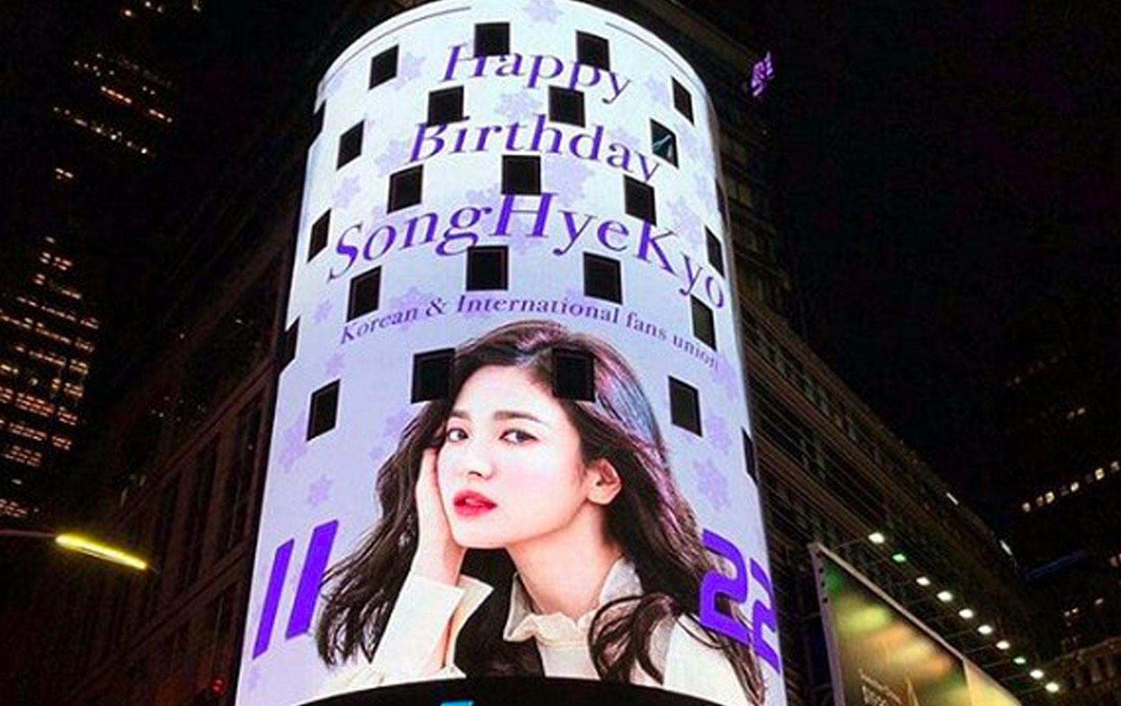 Hình ảnh Song Hye Kyo xuất hiện hoành tráng tại New York nhưng lại bị phát hiện ra chi tiết liên quan đến Song Joong Ki