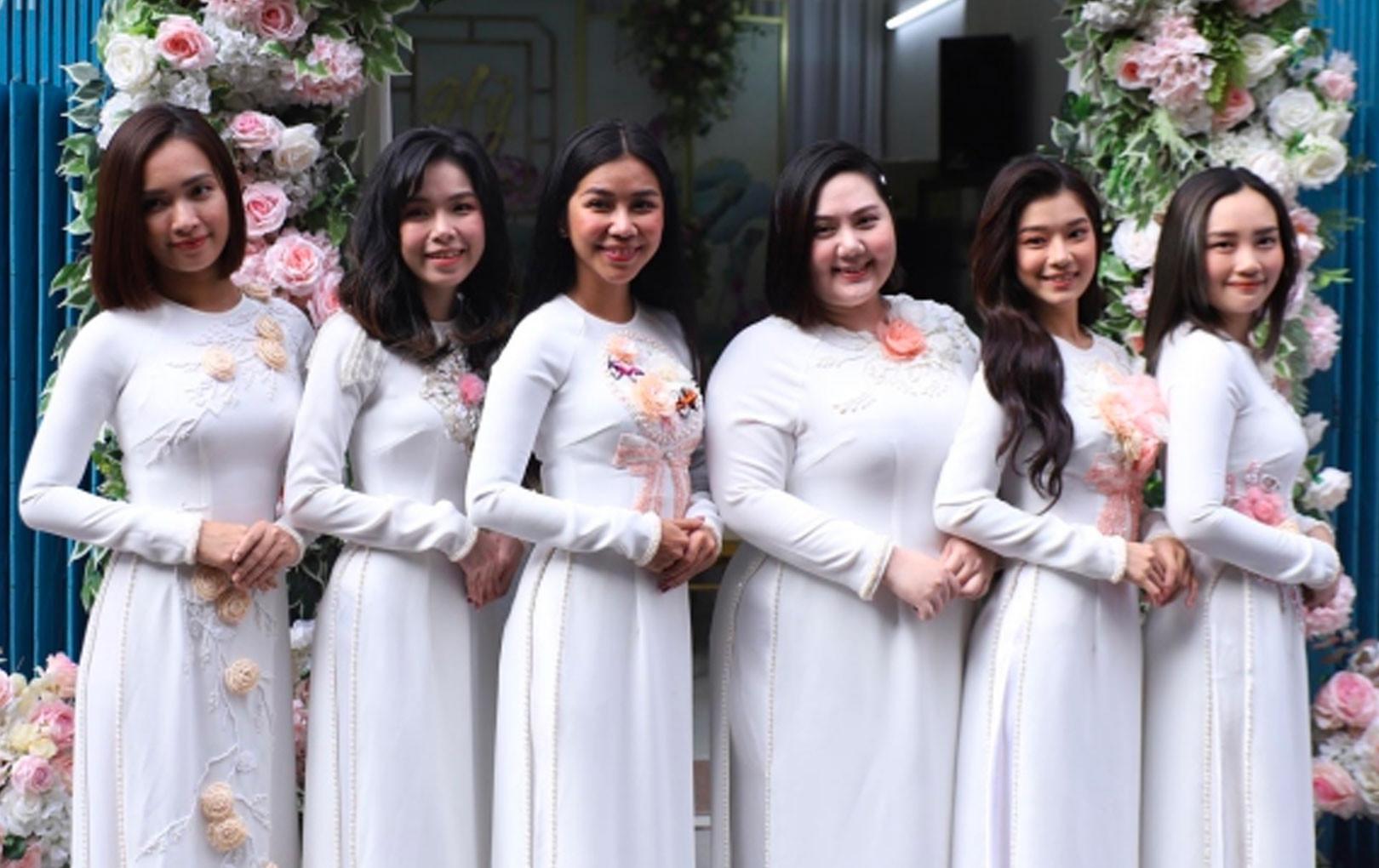 Hoàng Yến Chibi, Ái Phương và dàn phù dâu xinh đẹp trong đám cưới Hoàng Oanh