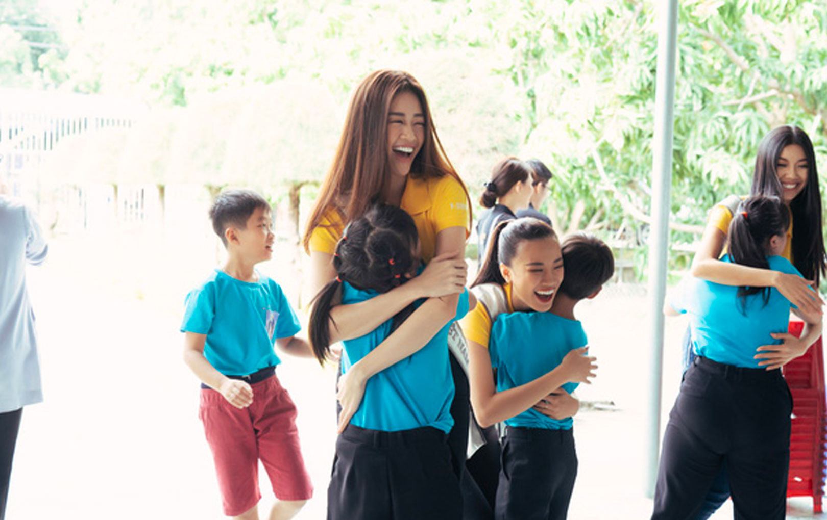 Hoa hậu Khánh Vân và 2 Á hậu giản dị mà đẹp khi tham gia hoạt động đầu tiên hậu đăng quang