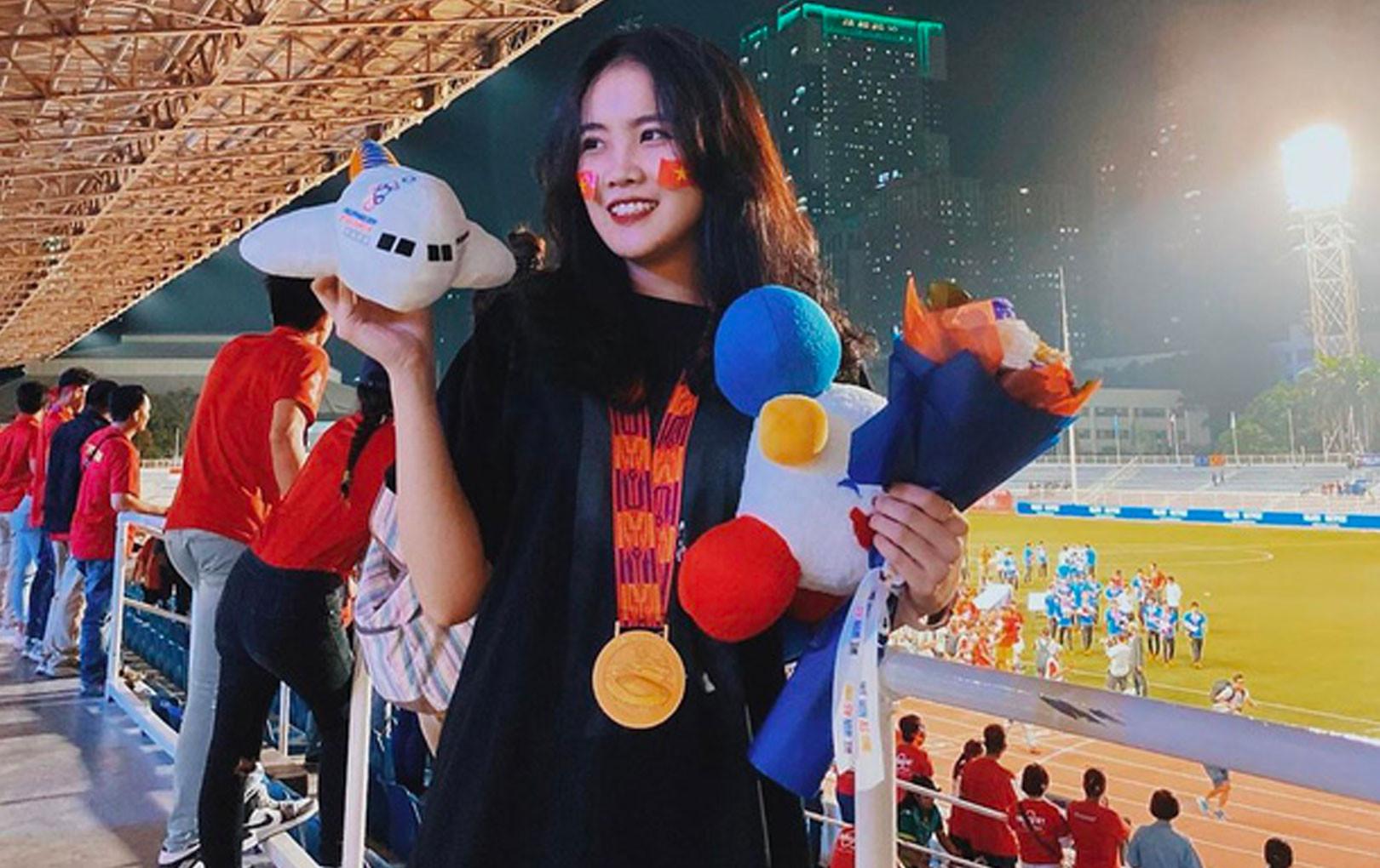 Bạn gái tuyển thủ Văn Hậu không chỉ xinh đẹp mà còn có style vô cùng hút mắt