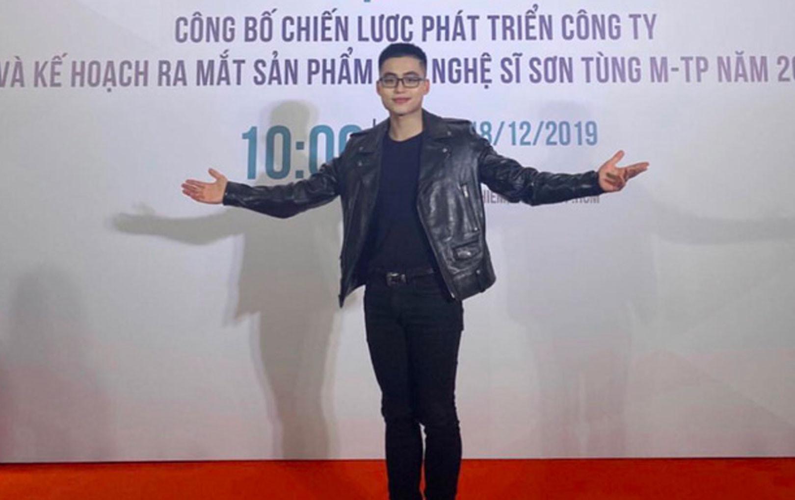 Em trai Sơn Tùng M-TP hút mọi ánh nhìn trong họp báo của anh trai với phong cách chững chạc và thần thái đỉnh cao