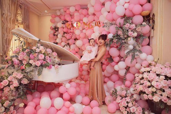 """Minh Hằng """"chơi lớn"""" tổ chức tiệc sinh nhật hoàng tráng cho cháu gái tại biệt thự triệu đô"""