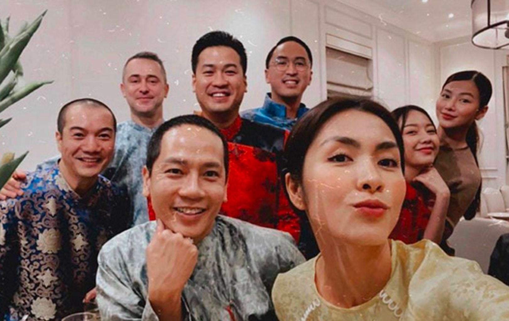 Tiệc tất niên trong biệt thự nhà Hà Tăng: Kathy Uyên, Phương Khánh bận áo dài, Băng Di sánh đôi bên bạn trai đại gia