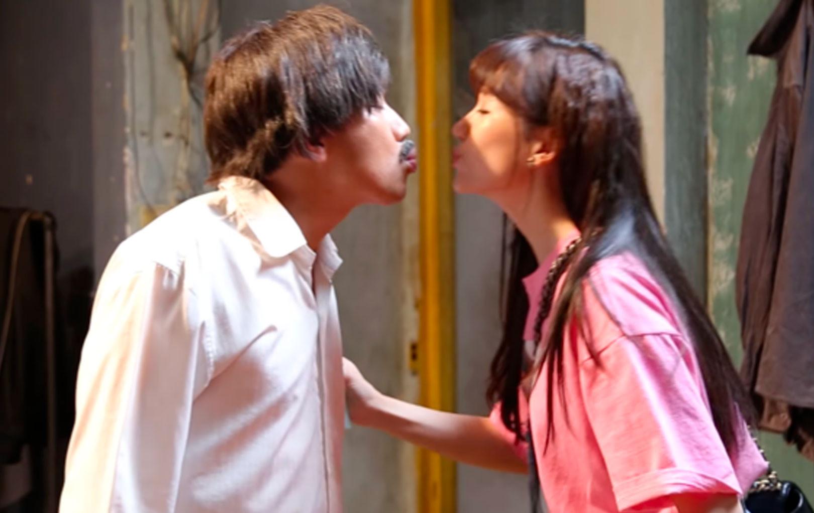 Trấn Thành mải mê làm phim, Hari Won phải đến tận trường quay thăm vì quá nhớ chồng