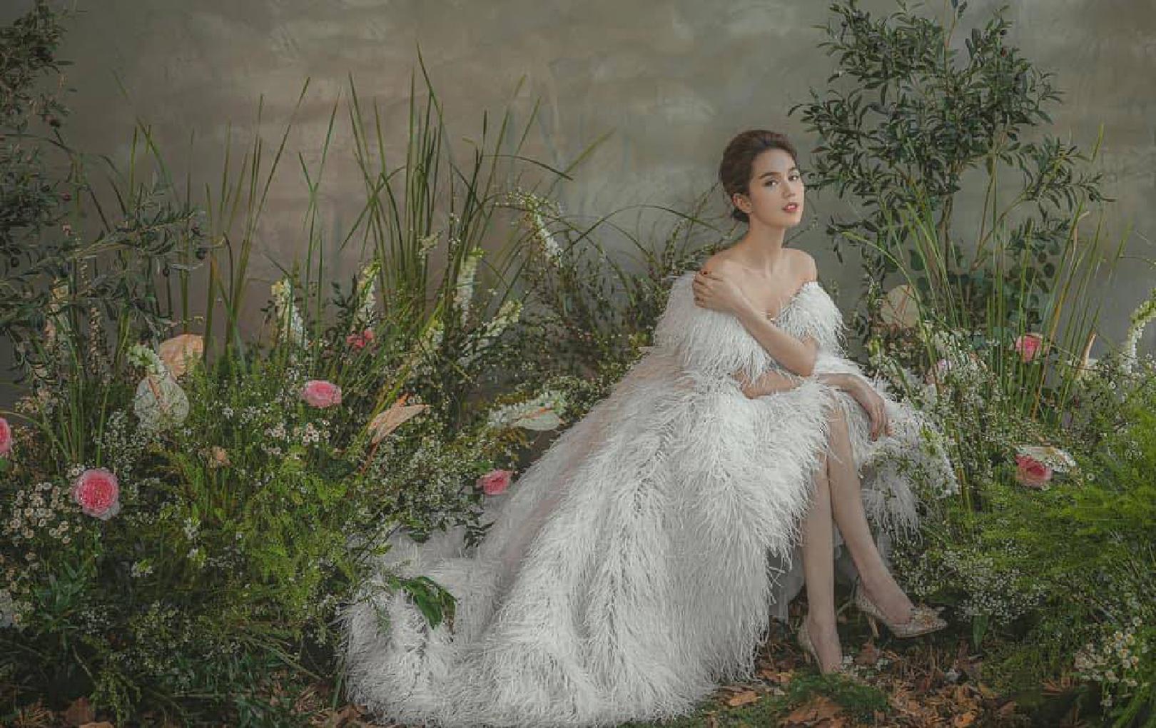 Vừa tiết lộ tình mới và rất muốn có con, Ngọc Trinh đã diện ngay váy cưới vừa sexy vừa xinh ngất: Ơ chị?