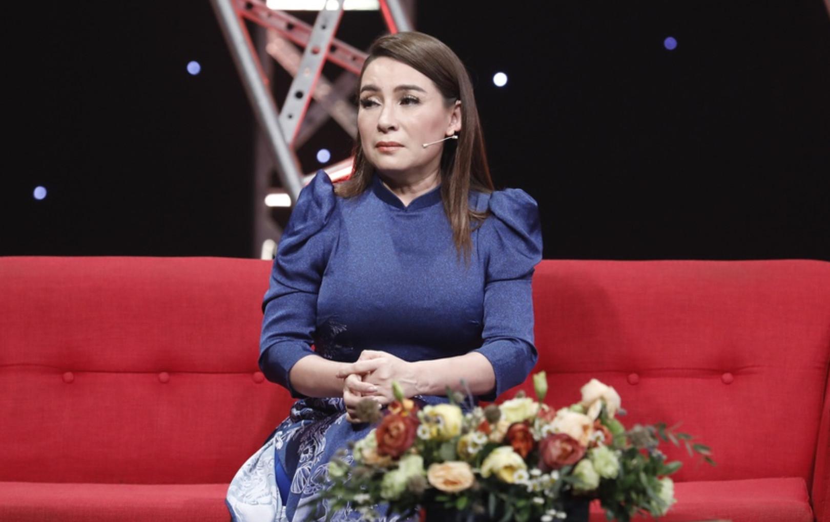 Phi Nhung bật khóc kể về con gái giấu kín hơn 20 năm