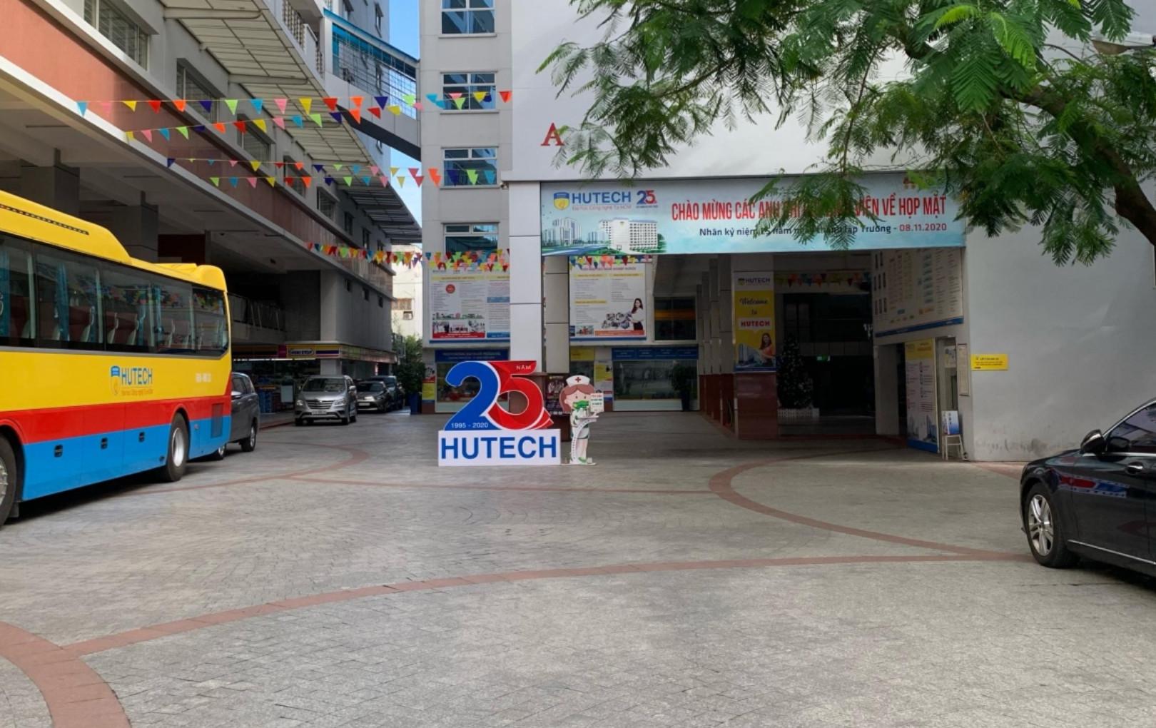 Hàng loạt trường ĐH tại TP.HCM cho sinh viên nghỉ học do nam tiếp viên và giáo viên tiếng Anh nhiễm COVID-19