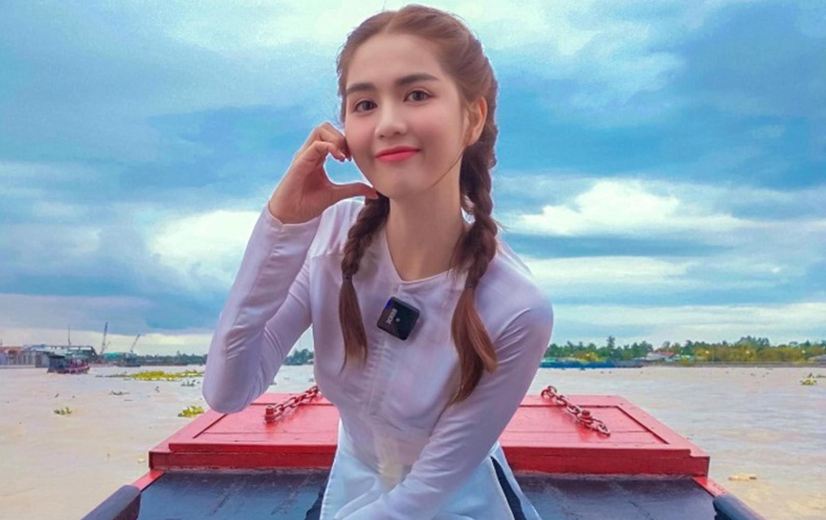 Instagram của Ngọc Trinh cho Chi Pu hít khói, cứ đà này chẳng mấy mà đuổi kịp Sơn Tùng M-TP