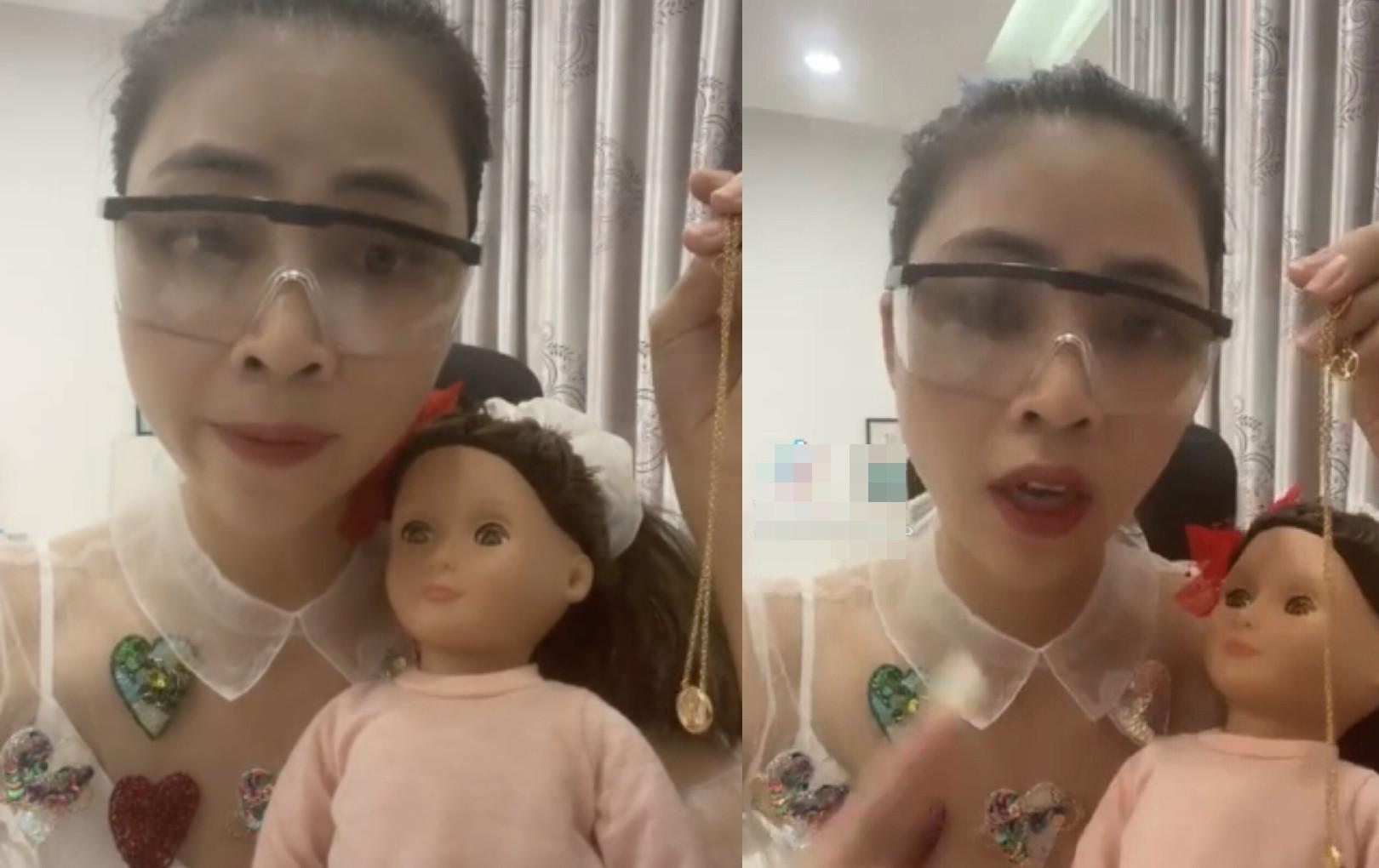 Bức xúc YouTuber Thơ Nguyễn cho búp bê uống coca còn xin vía học giỏi, dân mạng kêu gọi tẩy chay