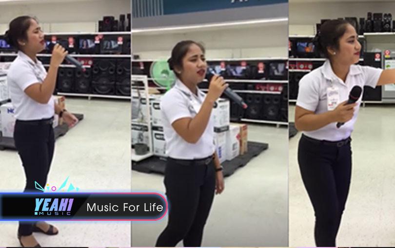 Bán hàng ế ẩm nữ nhân viên bán thiết bị karaoke nhấc micrô test thử, 5 giây sau khách kéo đến nườm nượp
