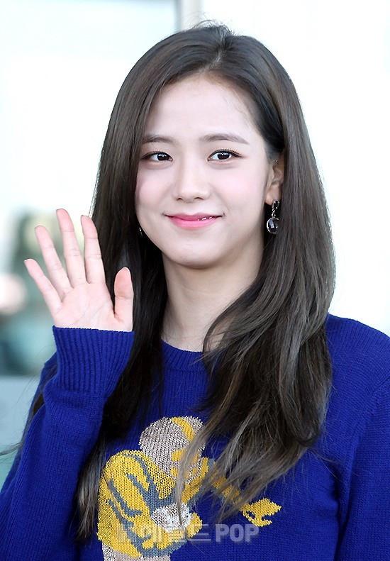 Màn đọ sắc khủng nhất tại sân bay: Black Pink đẹp miễn chê, Hani khoe body thần thánh bên EXID, Lee Jong Suk
