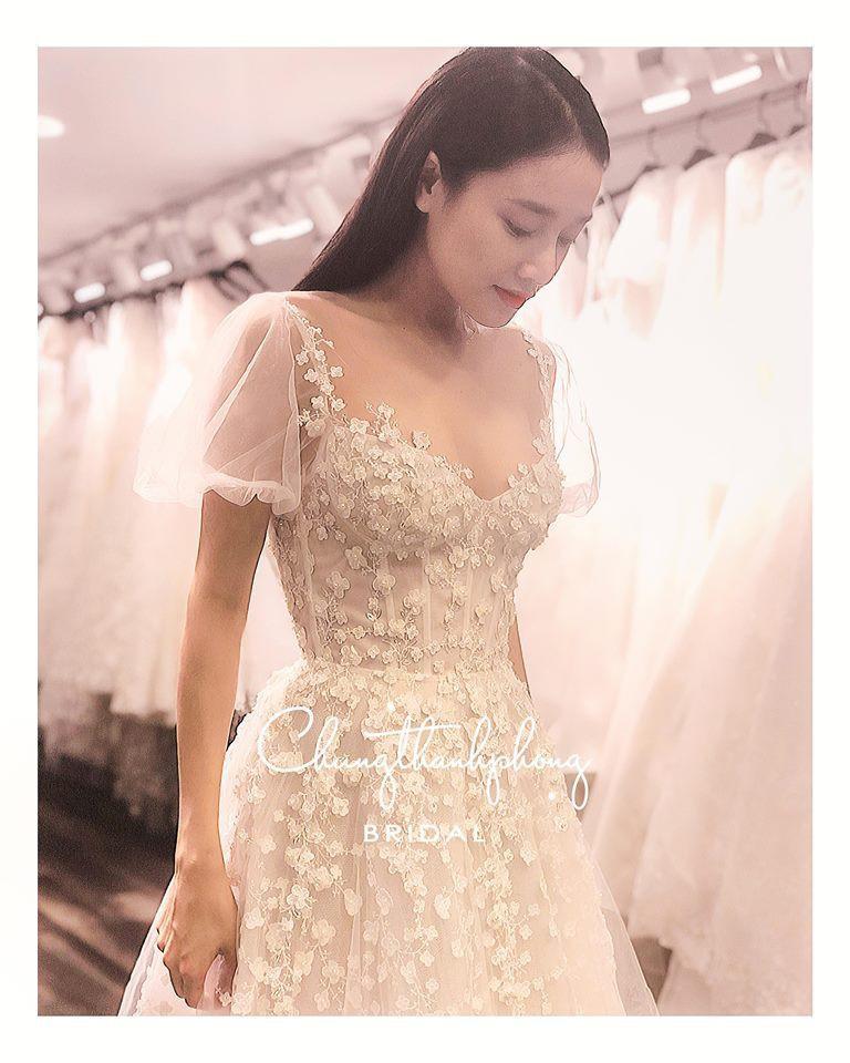 Hình ảnh Nhã Phương đẹp nao lòng trong mẫu váy cưới tiếp theo vừa được hé lộ