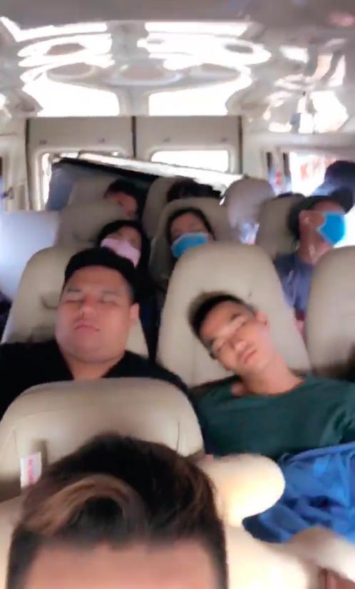 Cả đoàn quay đều ngủ, BB Trần tự mở nhạc Trung Quân tự diễn như đúng rồi