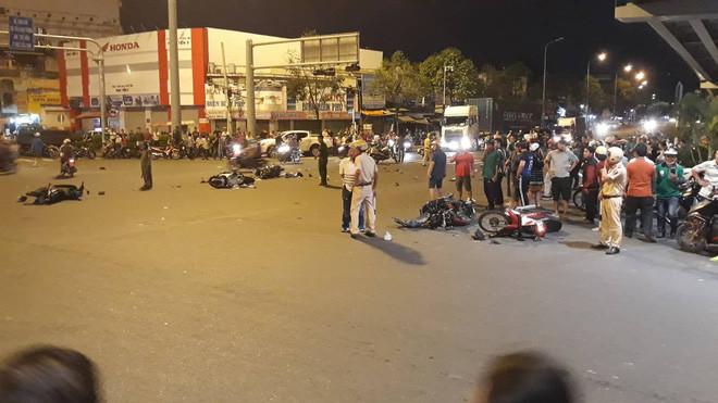 Nhân chứng vụ nữ tài xế BMW tông hàng loạt xe máy ở Sài Gòn: Cô gái trẻ bị kéo lê khoảng 20m nên không qua khỏi…