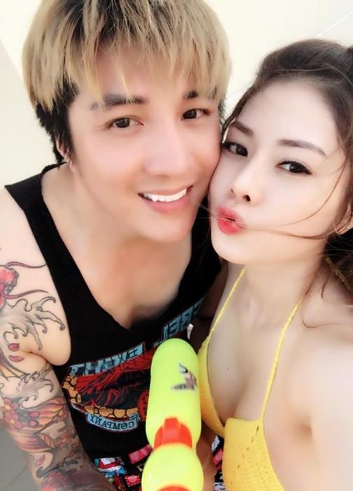 Ngưỡng mộ mối tình 15 năm của ông vua miền Tây Lâm Chấn Khang và bạn gái Hàn