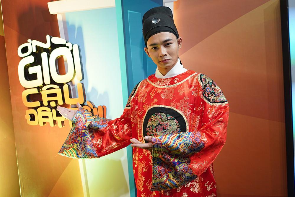 Trấn Thành lại ôm ấp, tay trong tay cùng Hoàng thượng Anh Tú này Hari Won ơi!