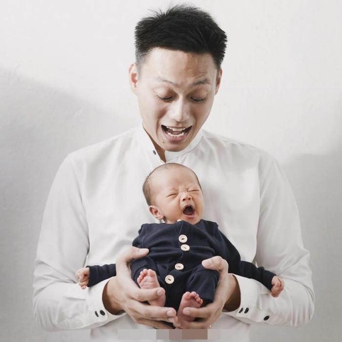 Bản sao 2 tháng tuổi của HLV Park Hang-seo gây thích thú khi danh tính bố ruột được tiết lộ
