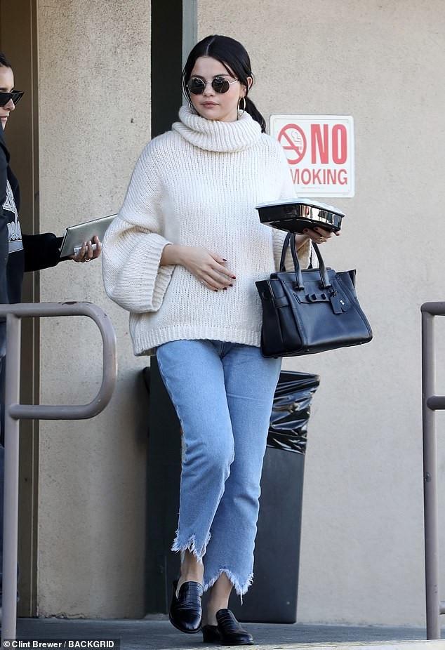 Fan nhẹ nhõm khi thấy Selena Gomez tươi tỉnh, có da có thịt hơn hẳn sau khi điều trị tâm lý