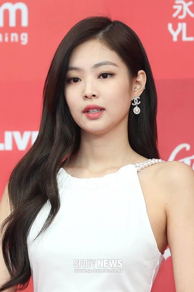 Nghẹt thở trước sân khấu SOLO đỉnh cao của Jennie tại Golden Disc Awards