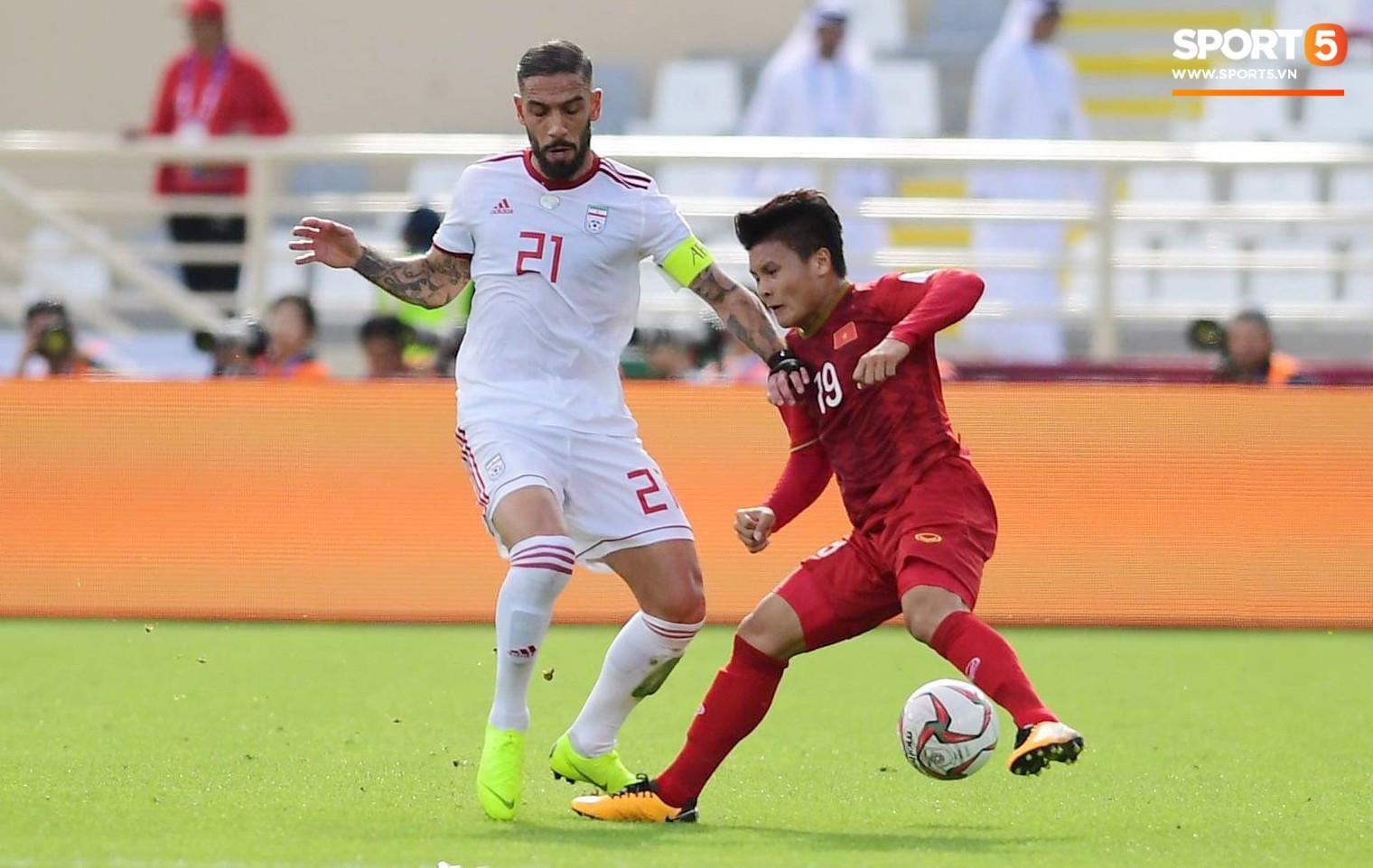 Quang Hải xốc lại tinh thần cho cả đội sau bàn thua đầu tiên