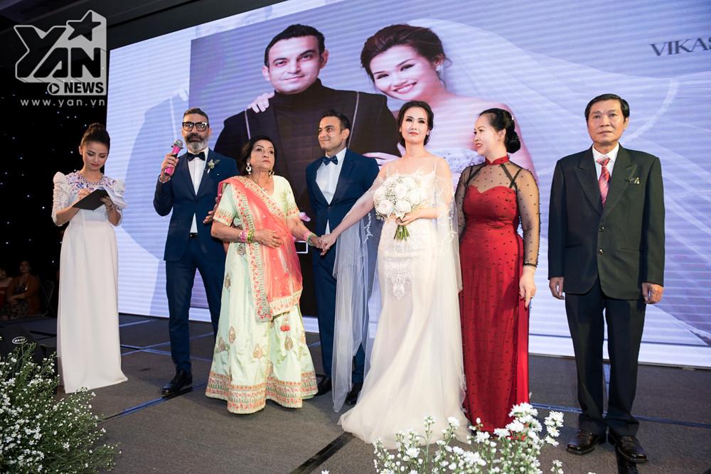 Võ Hạ Trâm bật khóc ôm chặt chồng trong đám cưới