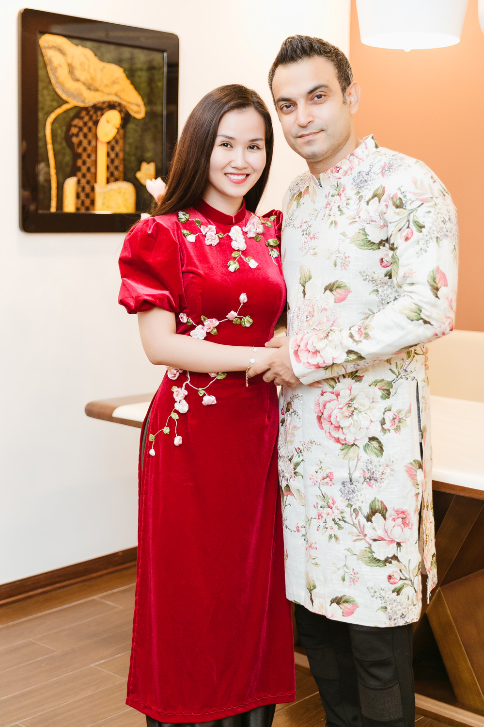 Võ Hạ Trâm cùng chồng Ấn Độ hạnh phúc cùng nhau trang hoàng nhà cửa đón Tết
