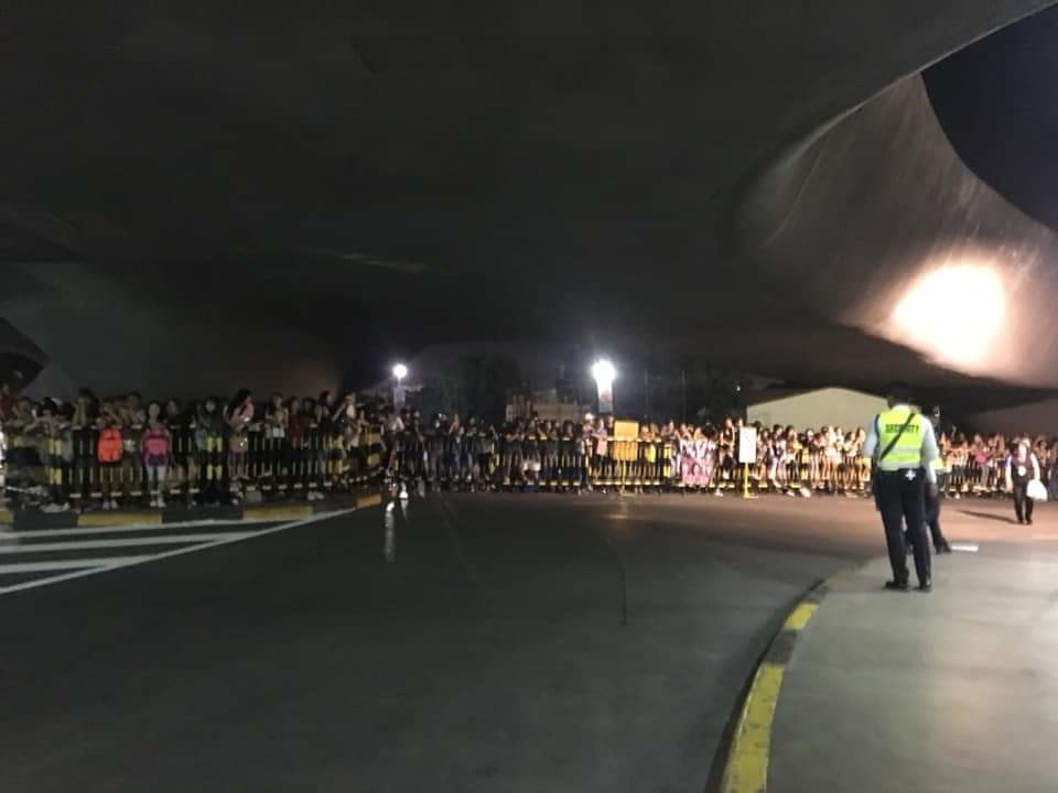 BLACKPINK Đêm kinh hoàng tại Philippines: Sân bay thất thủ, các thành viên BLACKPINK bị fan phân biệt đối xử