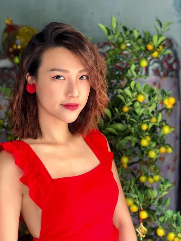 Mỹ nhân Việt lên đồ ngày đầu năm: Người dịu dàng bất ngờ với áo dài, người rực rỡ thả dáng trong sắc đỏ
