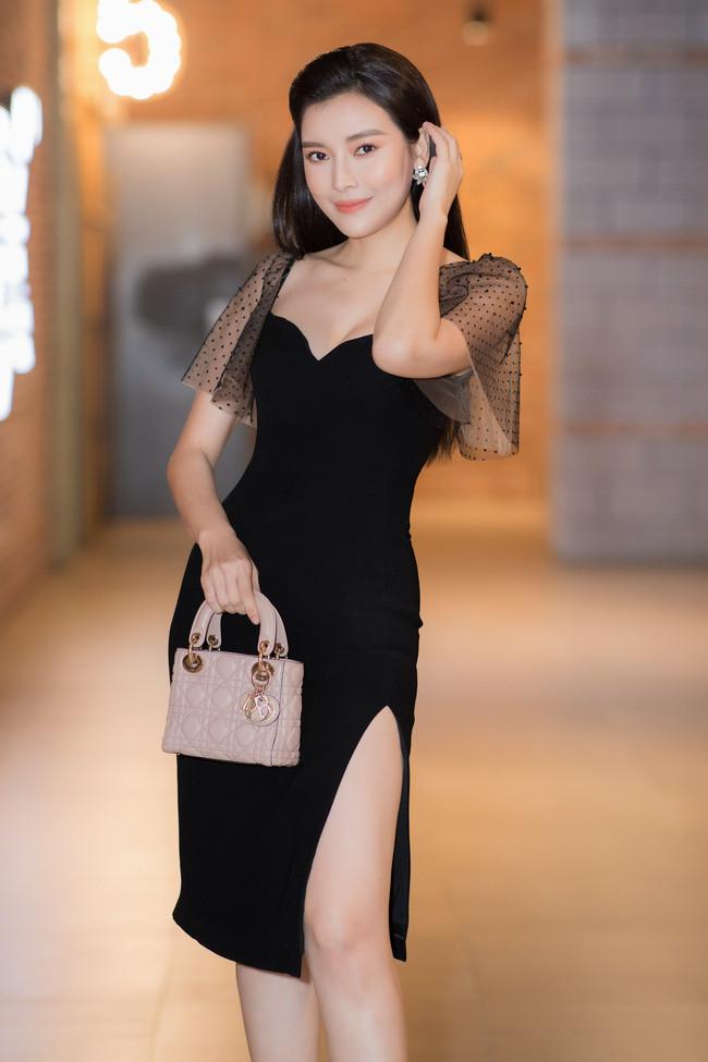 Loạt mỹ nhân Việt rao bán đồ hiệu: túng thiếu hay có lý do khác?