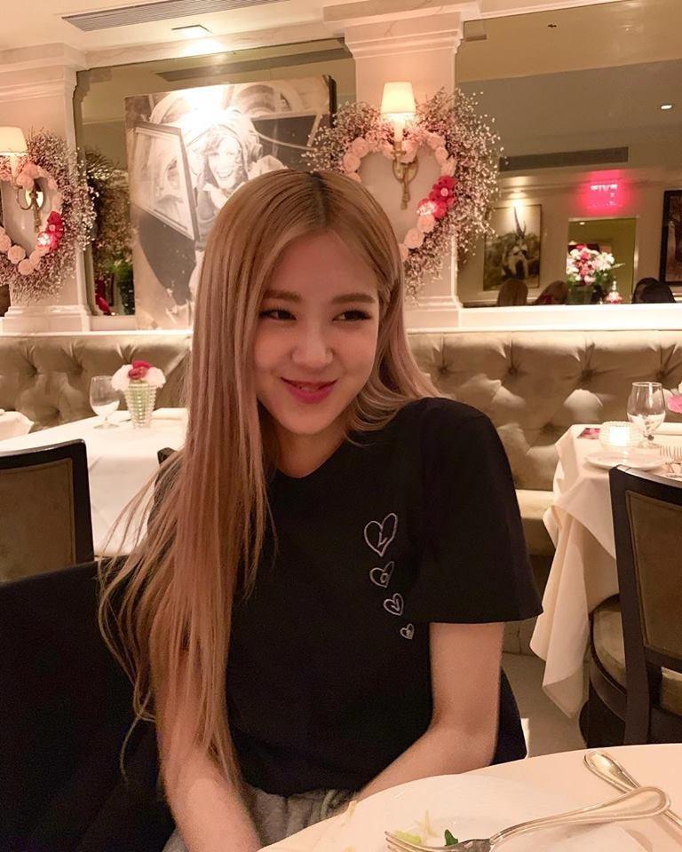 Rosé (BLACKPINK) nữ tính đi hẹn hò tối Valentine, được đối phương tặng quà siêu khủng