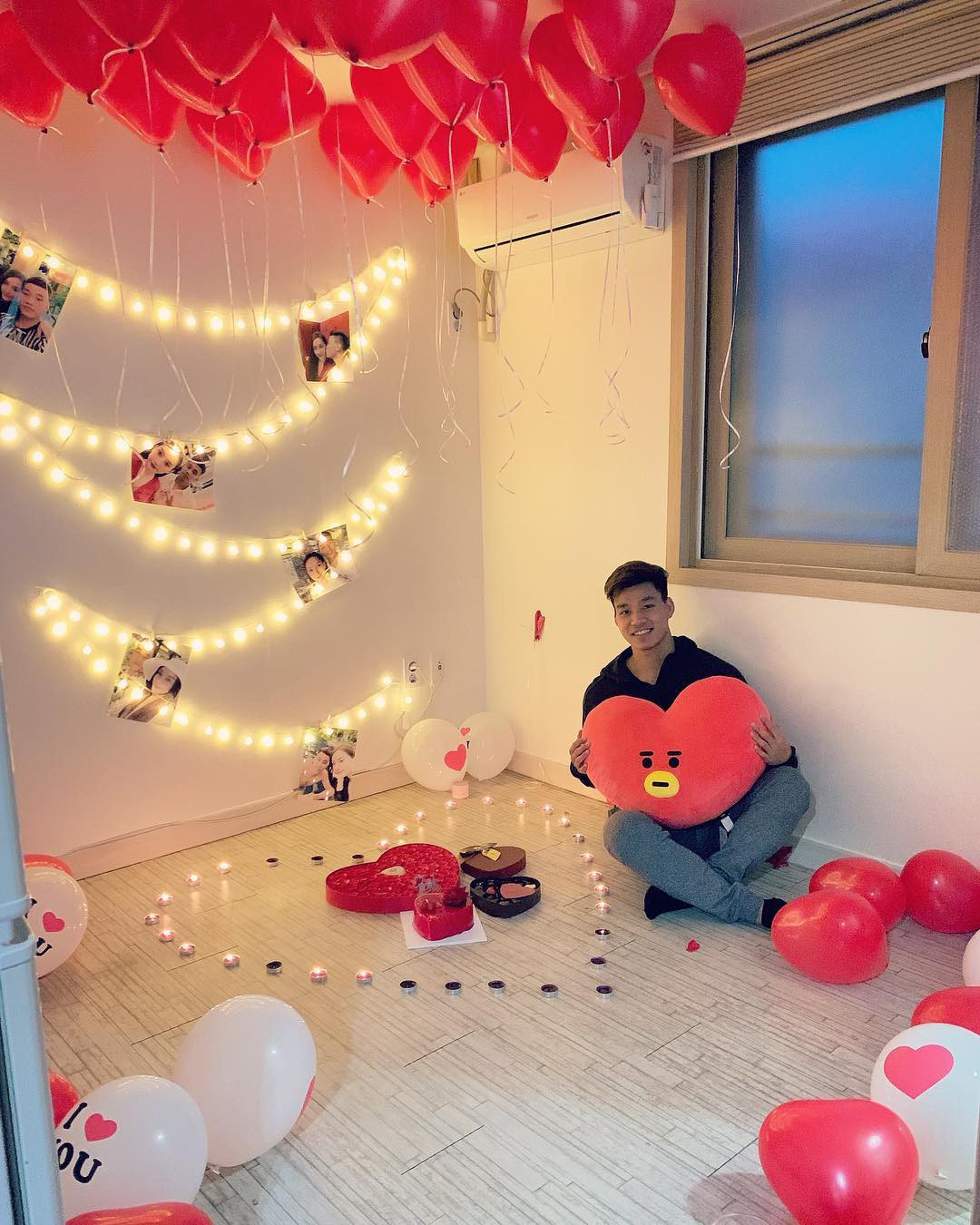 Ghen tị trước những món quà Valentine dàn cầu thủ Việt tặng bạn gái: từ hoa, mỹ phẩm đến cả...thỏi vàng