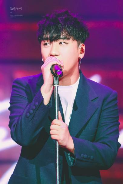 Sau scandal chấn động ở club Burning Sun, fan phản ứng thế nào ở concert của Seungri?