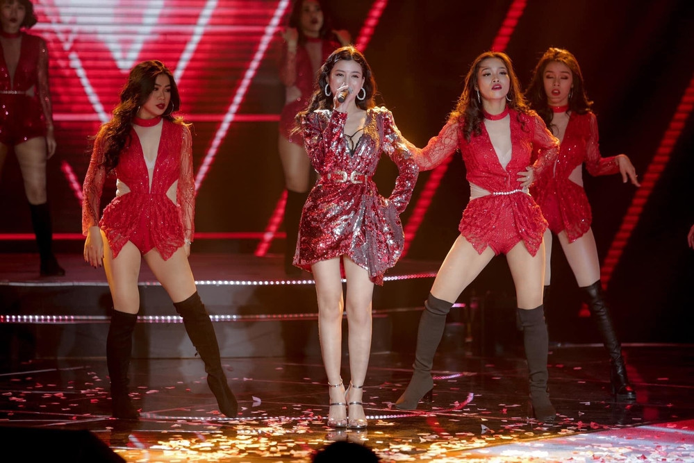 Đụng hàng bộ váy đỏ sexy với loạt mỹ nhân, Hồ Ngọc Hà liệu có thắng thế?