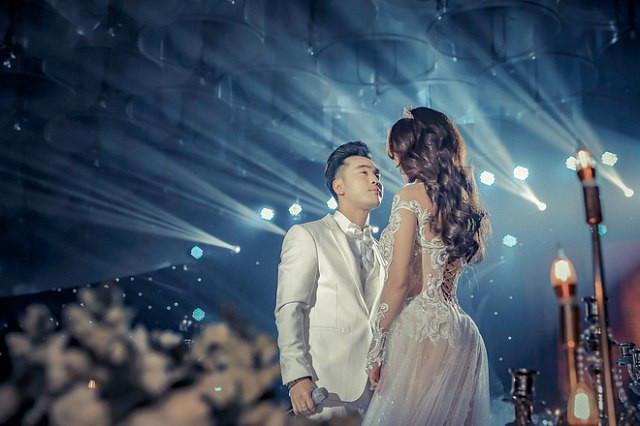Sau đám cưới cổ tích, vợ chồng Ưng Hoàng Phúc thông báo sắp có heo vàng